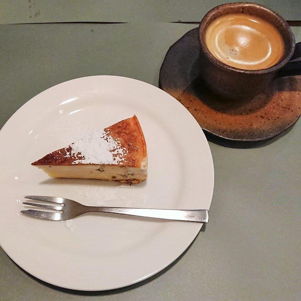 桜のチーズケーキと珈琲