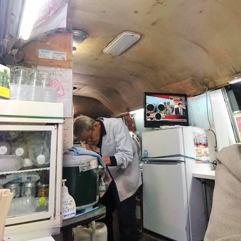 バスの中の厨房